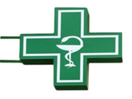 Зеленый крест для аптеки со змеей и чащей